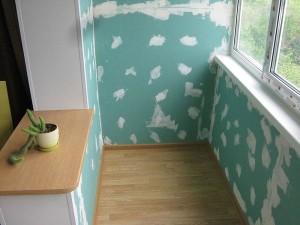 Зашпаклеванная обшивка балкона