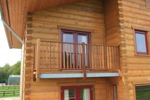 Балконы деревянного дома.