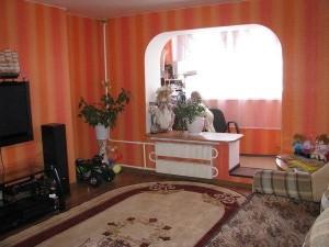 Красивая комната с балконом