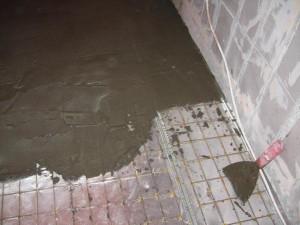 Установка сетки и заливка бетонном