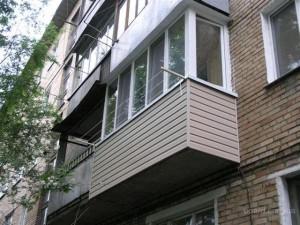 Балкон с наружными с ПВХ панелями