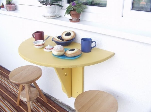 Откидной столик на балконе