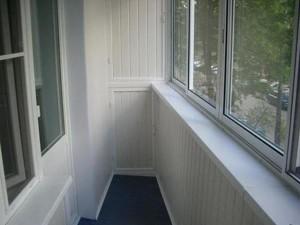 Балкон обшит вагонкой