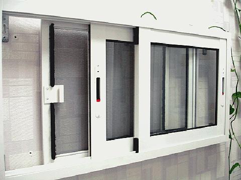 Алюминиевые окна на лоджию - стандартные и раздвижные вариан.