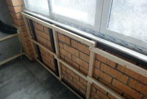 Монтаж обрешетки на стенах балкона