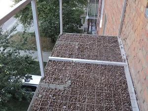 Керамзит на полу балкона