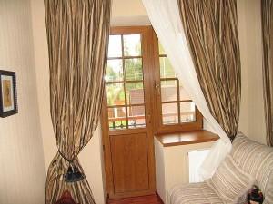Балконная дверь из дерева