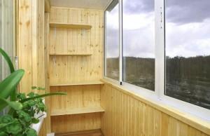 Полки на балконе