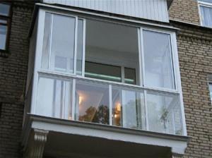 Вид балкона с улицы