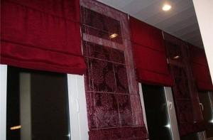 Бардовые шторы