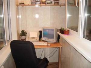 Рабочий стол и кресло