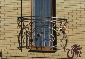 Балкон с кованым ограждением