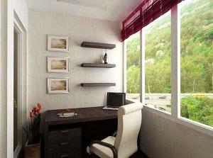 Балкон выполняет роль кабинета
