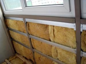 Теплоизоляционный материал установлен в каркас