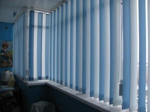 Солнцезащитные жалюзи на балконе.