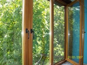 Современные окна на балконы – возможные варианты остекления