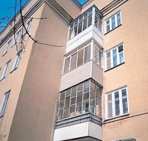 Отделка балконов деревом